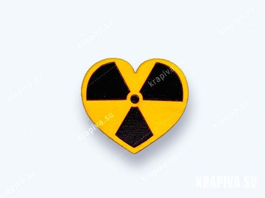 Деревянная брошь Радиоактивное сердце